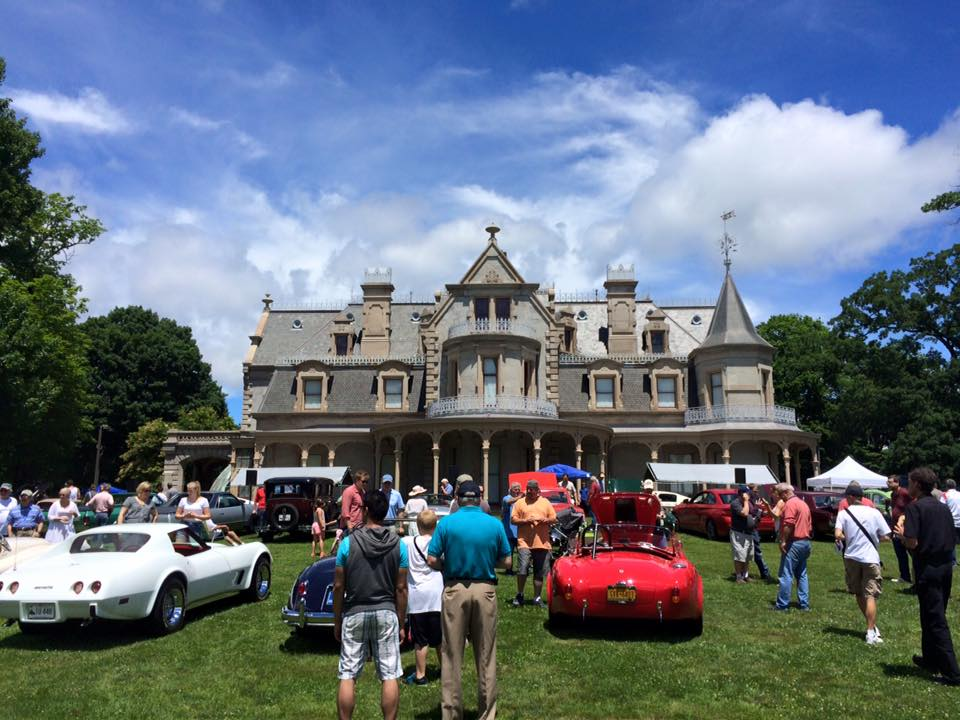 Spectators and classic cars at the 2015 Father's Day Car Show at Mathews Park in Norwalk (Photo New England Auto Museum)