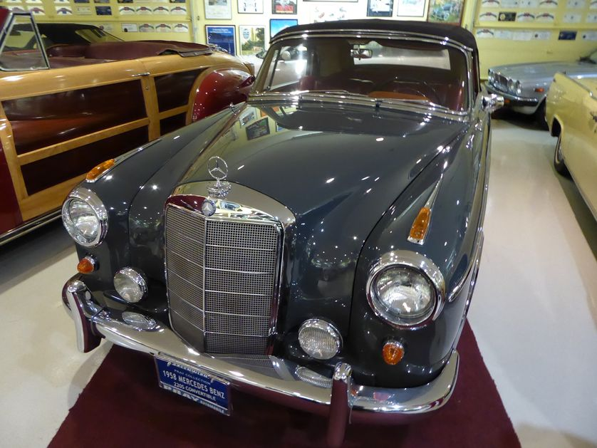 Limited-edition Mercedes-Benz 220S convertible has been zooming up in value. (Photo: Jim Motavalli)