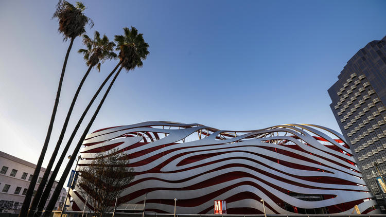 Flowing steel ribbons around the Petersen Automotive Museum represent motion, elegance, aerodynamics and speed (Photo Irfan Khan/Los Angeles Times)
