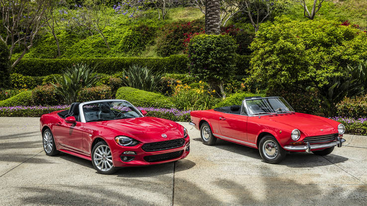 New Fiat 124 Spider with its vintage namesake (Photo Fiat)
